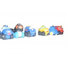 petit paquet de jouet comprenant des figurine de voiture