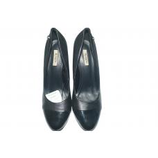 chaussure à talon  dame  noir avec en bout la couleur  noir ciré   pointure :  40