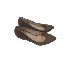 chaussure dame en cuir de couleur maron  pointure 39 avec talon dorée