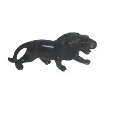 lion figurine en bois