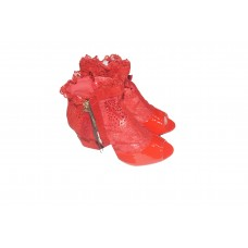 shoe for lady of red color with decoration and accompanied by a closure